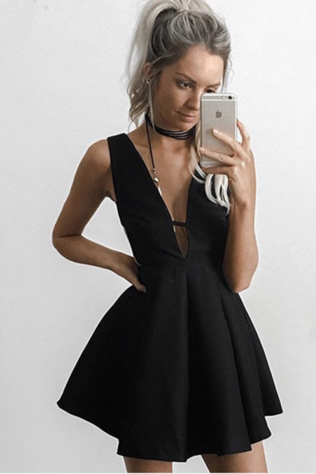 Cheap Homecoming Dresses 2017 Black Dresses,Black Homecoming Dresses,Simple Homecoming Dresses,Cheap Homecoming Dresses,V-neck Homecoming Dresses,Short Homecoming Dresses,Cocktail Dresses