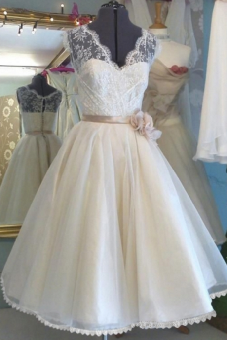 V-Neck Flower Sash Tulle Lace Tea-Length Wedding Dress Homecoming Dresses,
