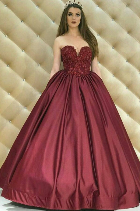 Fashion Ball Gown Burgundy Prom Dresses Off the Shoulder Lace Appliqued Sleeveless Pleated Satin Puffy Party Gowns Women Formal Dresses Evening Wear